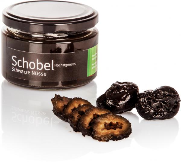 Eingelegte Schwarze Nüsse - Walnüsse nach altem Rezept - in einen süßen Kräutersirup